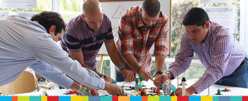 Aplicamos estrategia en tiempo real usando la metodología y las herramientas de LEGO® SERIOUS PLAY®